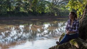 Este río ha sido una fosa común. Pero en sus riberas ha habido personas solidarias con los cadáveres que flotan por el cauce.