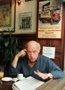 El escritor, en el Café Brasilero, en Montevideo /REUTERS