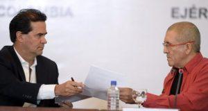 Foto: AFP/ Frank Pearl y Antonio García, jefes de las delegaciones de gobierno y Farc.