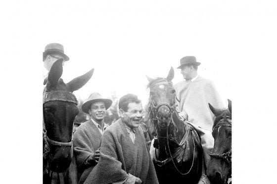 El líder izquierdista Juan de la Cruz Varela (centro) cuando ya era el líder campesino que inspiró el movimiento guerrillero. / Fotos: Archivo - El Espectador
